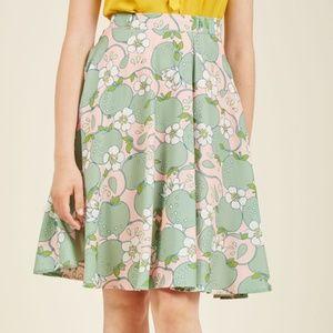 NWOT Modcloth Marvelous Midi Skirt in Apple - XL